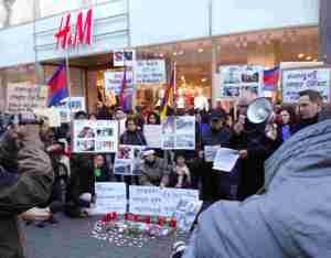 Protest vor H+M Filiale, Schildergasse Köln am 18. Januar 2014